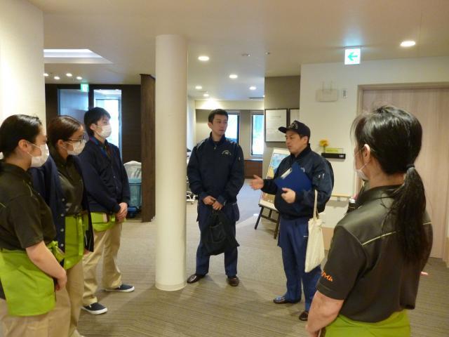 【AH川崎中央】新卒1年目と2年目スタッフを中心に、消防職員の立ち会いで消防訓練を実施しました。