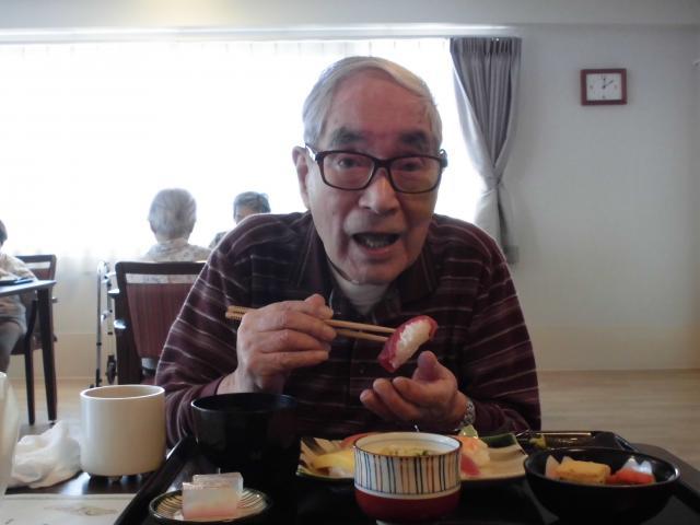 【AH町田】外出が難しくても、本格的な寿司を堪能できる寿司フェスは、ご入居者に大人気です☆