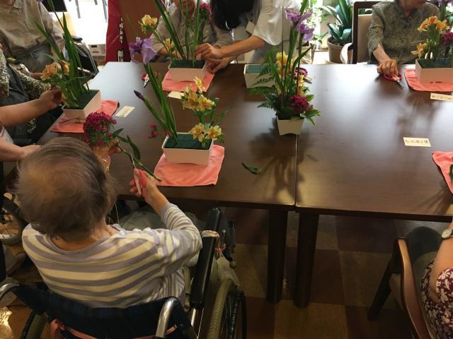 【AH大泉学園】素敵な香りに囲まれて、2カ月に1度のフラワーアクティビティが行われました☆