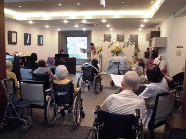 【AH千葉幕張】ご入居者のお孫さんによるクラシックコンサートが開催されました☆