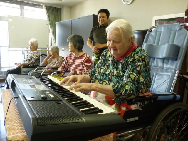 【AH川越】5月生まれのお誕生日会を開催しました☆主役によるオルガン演奏で、お誕生日会は盛り上がりました☆