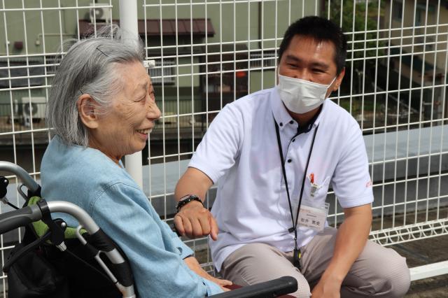 【AH横浜上大岡】機能訓練指導員(リハビリスタッフ)岩井のモットーは「楽しみにしてもらえるリハビリ」の提供です。
