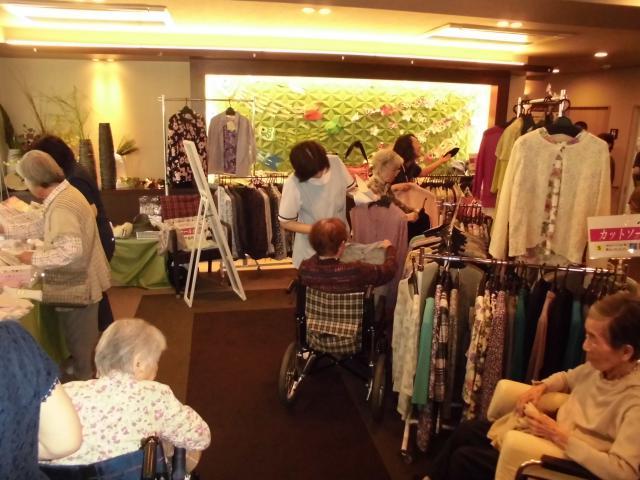 【AH三郷】出張デパート&出張ネイルサロンで、女性のご入居者は1日楽しまれていました♪