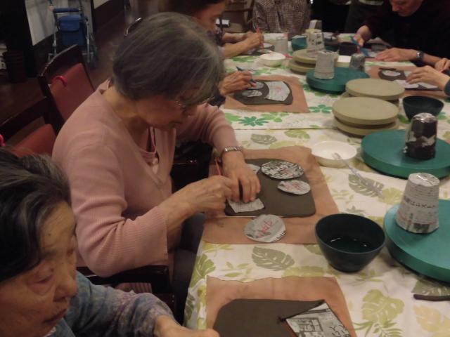 【AH横浜いずみ中央】恒例の陶芸教室が開催されました♪今回も、製作に真剣に取り組む姿を見ることができました!