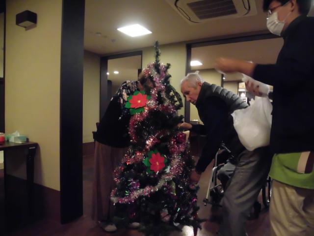 【AH横浜いずみ中央】ホームにもクリスマスがやって来た!クリスマスツリーを飾りました♪