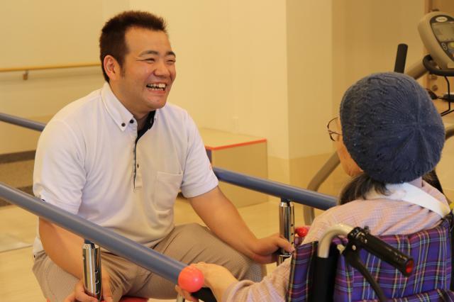 【AH千葉幕張】機能訓練指導員(リハビリスタッフ)は理学療法士の資格を持つ平田と柔道整復師の資格を持つ中村の2名体制!