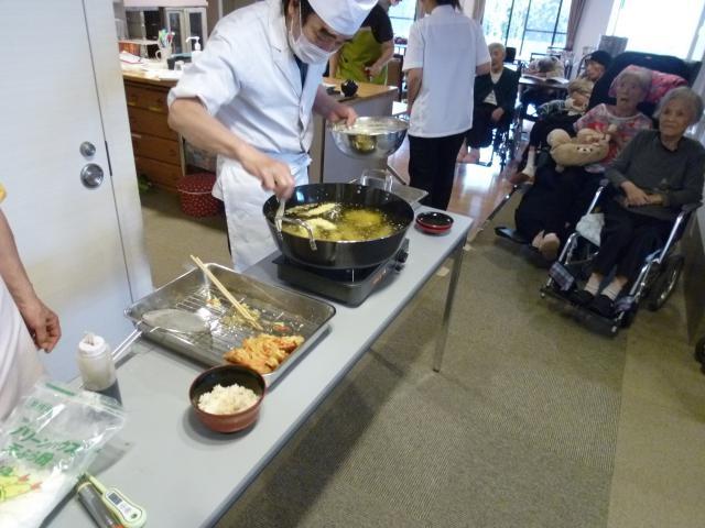【AH東浦和】職人さんが目の前で揚げてくれる天ぷらは、熱々・サクサクでとても美味しかったです♪