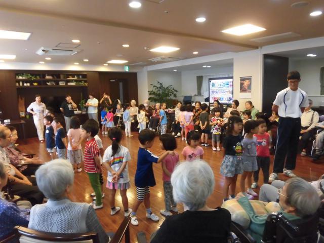 【AH文京白山】子供達が敬老会のために来てくれました☆サプライズプレゼントもあり、嬉しい1日となりました☆