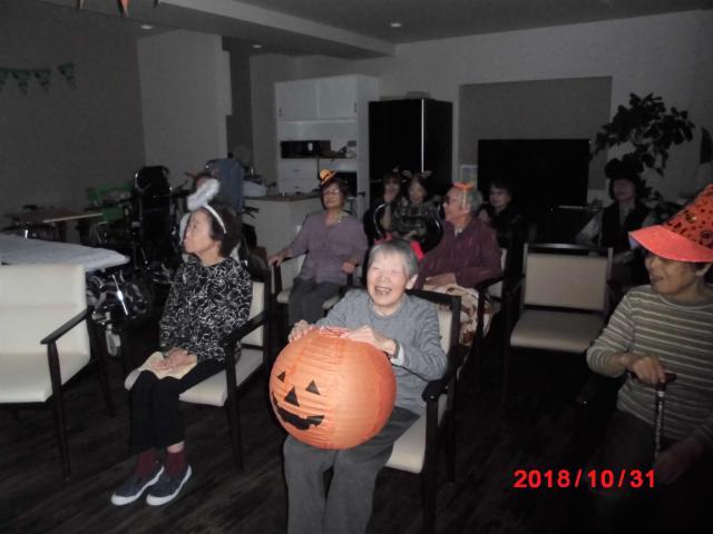 【AH三郷】スタッフによる仮装歌合戦は、ご入居者に大好評でした!