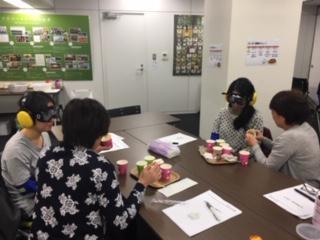 【生活支援技術研修】本社セミナールームにて、「食事介助」「口腔ケア」の研修を行いました。