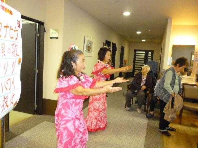 【AH川越】毎月開催している「オレンジカフェ」では、フラダンスショーが行われました!
