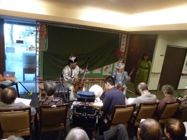 【AH東浦和】モンゴルの楽器「馬頭琴」による演奏会が開かれました♪