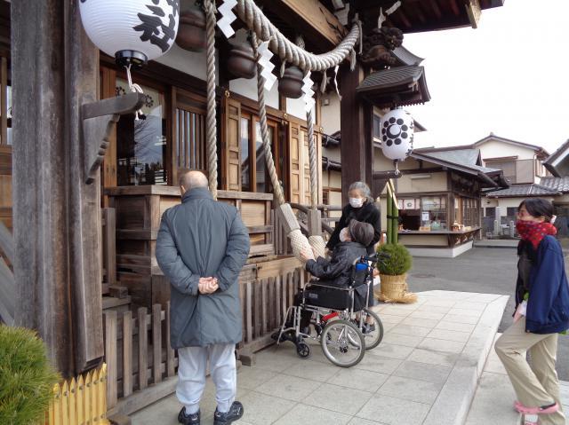 【AH千葉幕張】今年最初の外出は初詣☆みなさまの真剣に祈願する姿がとても印象的でした。