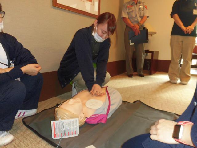 【AH横浜いずみ中央】いずみ消防署の消防隊、救急隊にお越し頂き、AED講習会を開催しました。