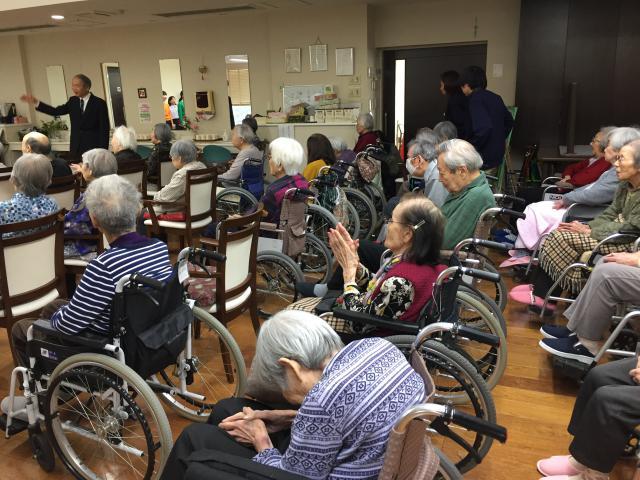 【AH横浜東寺尾】小学生による合唱や、豪華なお寿司ランチなど、盛りだくさんな新年会となりました!