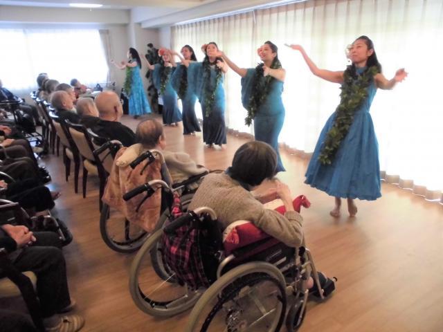 【AH町田】お孫様が立案!フラダンスでおじいちゃん・おばあちゃんを喜ばせたい!!
