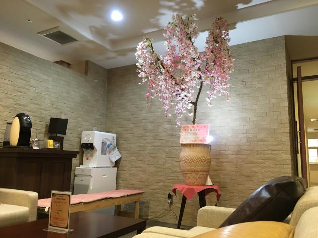 【AH大泉学園】エントランスのカフェスペースに、一足早く桜が咲きました♪