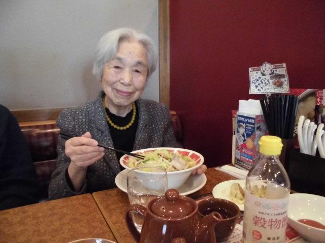 【AH光が丘】ホームの周りの春を感じてお散歩をしながら、近所の中華料理屋へ食事をしに行ってきました!