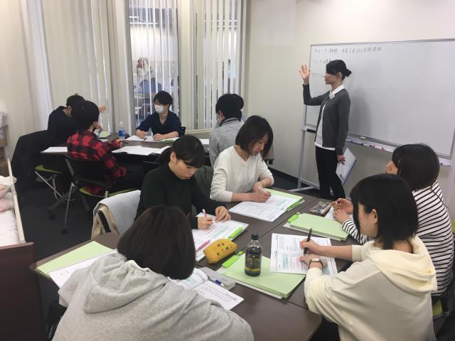 【トレーナー研修】時期リーダー候補のスタッフが、「OJT」に関して座学と実技を行いました。