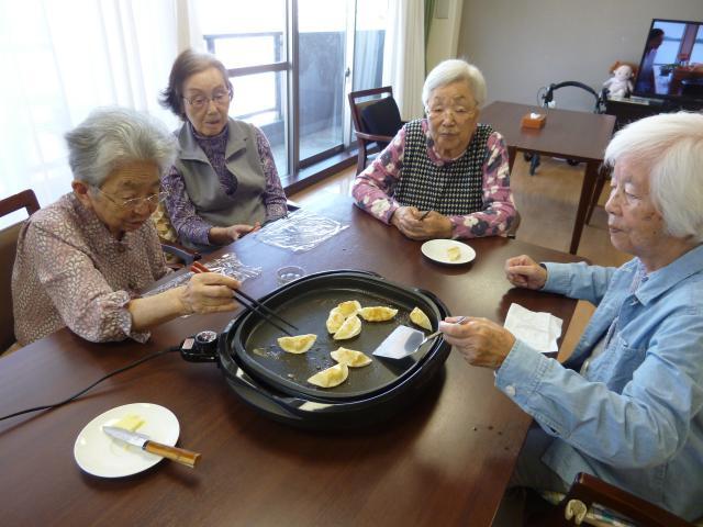 【AH川越】餃子は餃子でも、スイーツのような甘い餃子作りに挑戦しました!