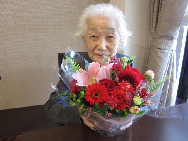 【AH中浦和】母の日の感謝を込めて、各フロアにお花を飾らせていただきました☆