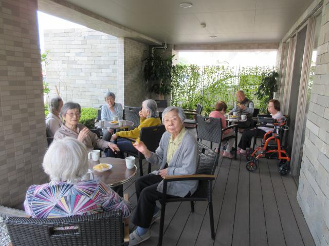【AH町田】ウッドデッキとグリーンカーテンのカフェテラスができました☆憩いの場として大人気です♪