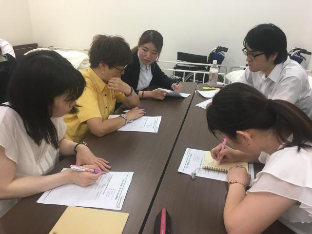 【マナー向上委員会】各ホームより委員会メンバーが集まり、情報共有の場として大いに役立っています。