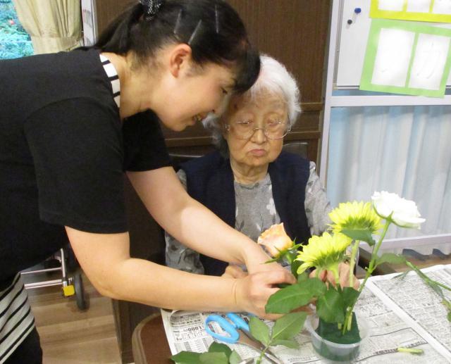 【AH市川アネックス】色とりどりのお花に囲まれて、フラワーアレンジメント教室が開催されました!
