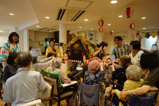 【AH川崎中央】フロア内をお神輿が練り歩き、納涼祭を盛り上げました♬