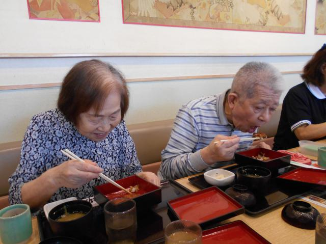 【AH光が丘】毎年恒例の鰻を食べに行く外食レクは、元寿司職人のご入居者も参加しました!