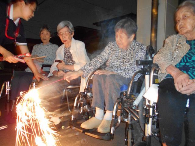 【AH光が丘】手持ち花火&打ち上げ花火の二種類を楽しめる花火大会を行いました!