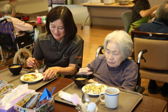 【AH東浦和】ご入居者の「食べてみたい!」から始まった芋煮会。今年は福島版で行いました!