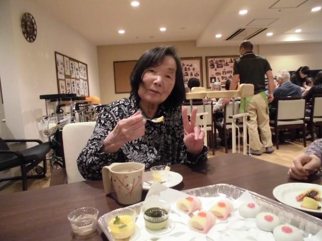 【AH川崎中央】「食」に関するイベントを月に一度行なっています♬今月は「ケーキバイキング」です♬