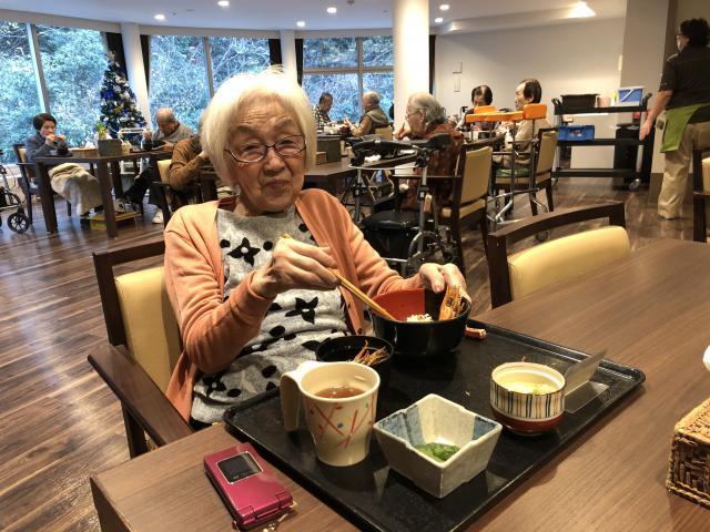 【AH川崎中央】毎月恒例のお食事イベント♬12月は大きな海老の天ぷらをご用意致しました♬