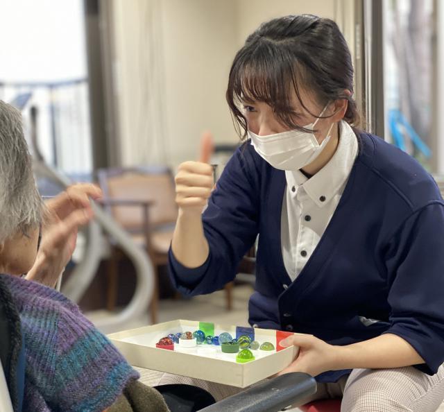 【AH文京白山】機能訓練指導員(リハビリスタッフ)は理学療法士の資格を持つ高田のモットーは「生活の中でリハビリを楽しみにして頂きたい!」
