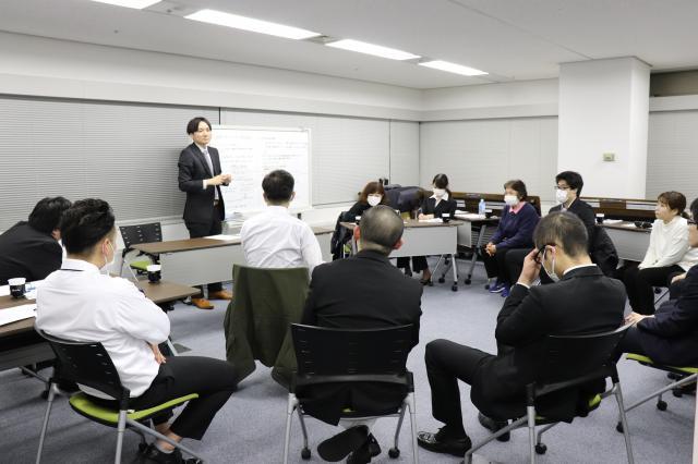 【感染症委員会】事例検討を行い、分析結果や解決策を共有しました。