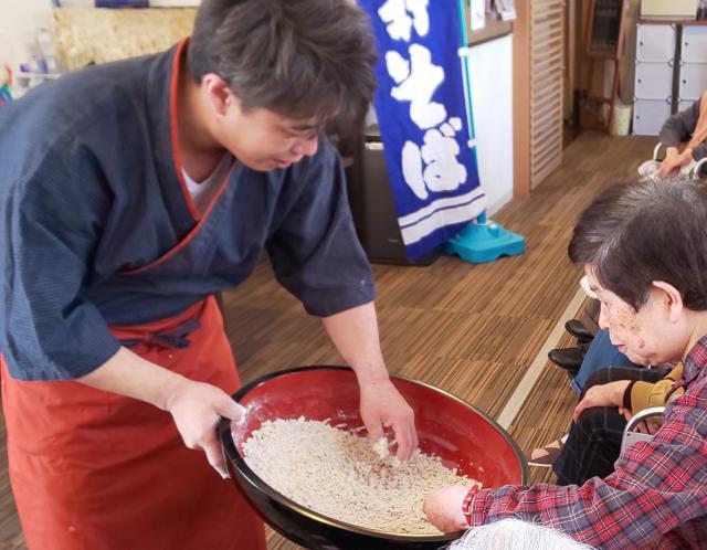 【AH中浦和】そば打ち体験で作った蕎麦は、一番の美味しさでした☆