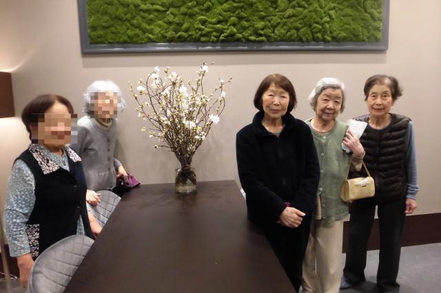 【AH文京白山】フロントに飾られた「桜の木」を眺めながら、季節の移ろいを感じています☆