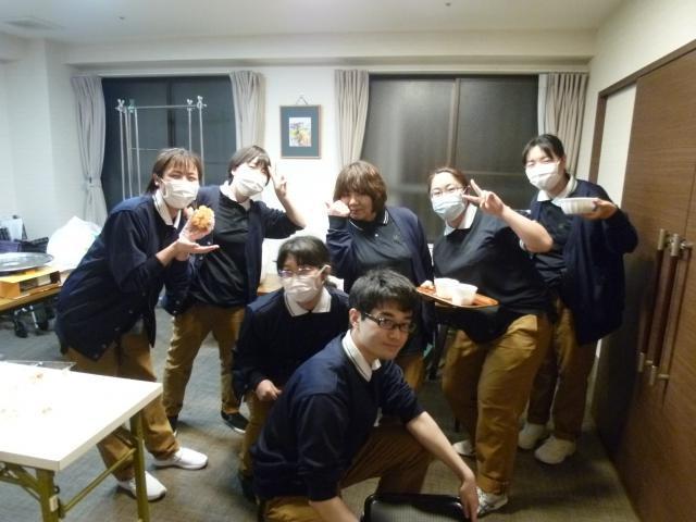 【AH東浦和】「カレー作り」を題材にした研修で、仕事をするうえでの「準備・役割・情報共有・声掛けによる連携の重要さ」を学びました。