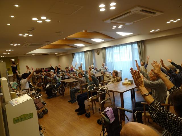 【AH上福岡】岡部FTによるチェアアクティブ、名付けて「チェア岡ティブ」を毎週行なっています♬