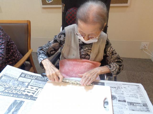 【AH横浜東寺尾】父の日に、ご入居者も一緒にパスタを作りました♬