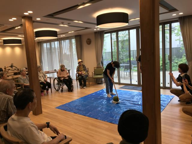 【AH上福岡】夏らしいレクリエーション♬スイカ割り大会を開催しました!