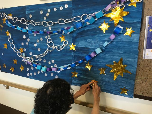 【AH川越】皆さんで一緒に七夕飾りを作成して、廊下に飾りました☆
