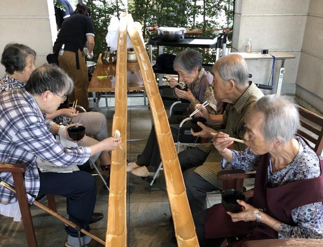 【AH横浜いずみ中央】5mの竹を使用した、なが〜い流しそうめんを行いました!