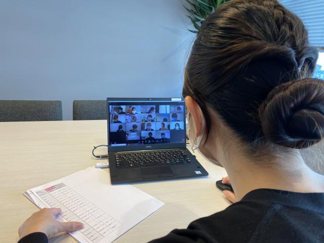 【認知症ケア委員会】アズハイムの介護サービス「5本の柱」でもある「認知症ケア」初めて、zoomにて委員会を行いました。