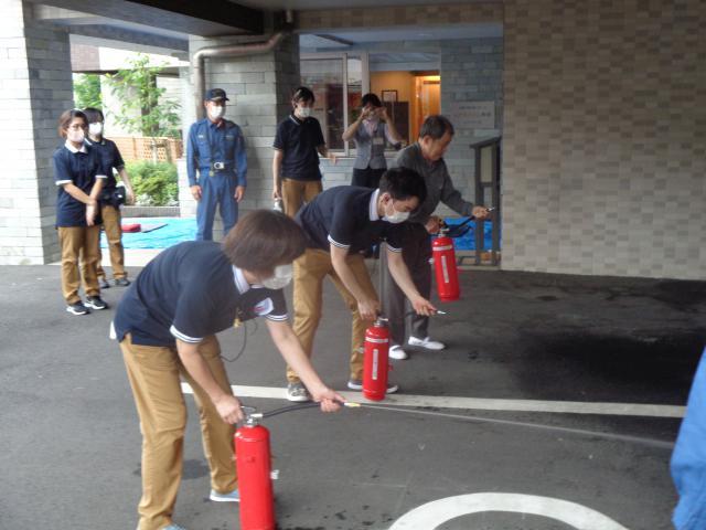 【AH町田】消防の方にご協力いただき、ご入居者とスタッフで消防避難訓練とAEDの使い方を習いました。