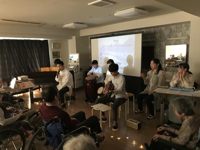 【AH町田】今年は納涼祭に代わり秋の文化祭が行われ、その中でスタッフによる音楽会も開かれました♬