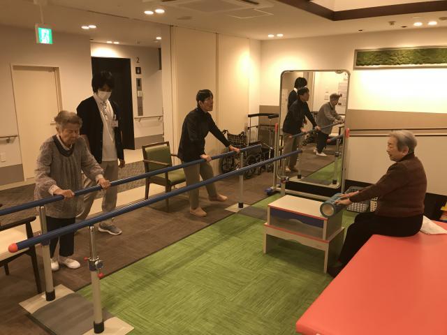 【AH上福岡】機能訓練の新たな取り組み「サーキットトレーニング」と、10月に入社しました機能訓練指導員をご紹介いたします!