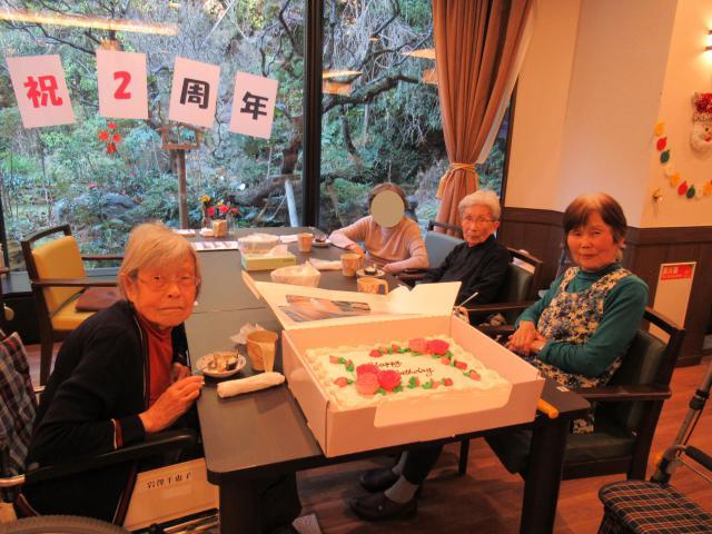 【AH市川】ホーム開設2周年を迎え、ケーキでお祝いしました♬