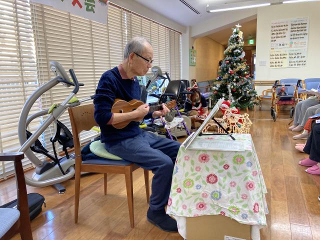 【AH横浜東寺尾】ご入居者がサンタさんに変身!クリスマス会を行いました♬